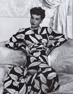 Betty Field 1941 by Eugene Robert Richee - Costume by Edith Head - Your Gift Lists Vintage Movie Stars, Old Movie Stars, Vintage Movies, Old Hollywood Actresses, Hollywood Celebrities, Hollywood Fashion, Classic Hollywood, Betty Field, Edith Head