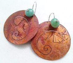 Aros de cobre al ácido, con un calado de Horacio (elefante), y una piedra amazonita.