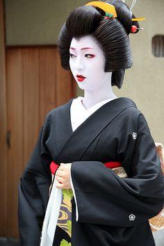 Few things are as beautiful and mystical as a Japanese Geisha Japan, Geisha Art, Kyoto Japan, Okinawa Japan, Japanese Beauty, Japanese Fashion, Asian Beauty, Yukata, Princess Movies