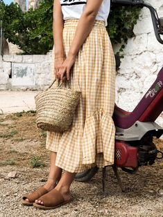 Summer Moments in Puglia (Fashion Me Now) Fashion Me Now, Women's Summer Fashion, Modest Fashion, Look Fashion, Trendy Fashion, Fashion Outfits, Fashion Design, Fashion Tips, Fashion Trends