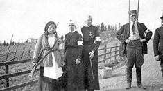 Valkoinen sanitääri Anna Myllymäki Lempäälän rintamalla. Hän oli harvoja valkoisia naisia, jotka kantoivat ja käyttivät asetta.
