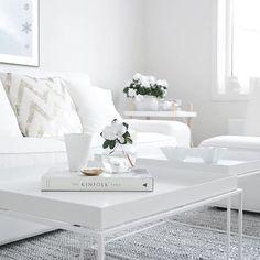 Biela obyvacka interier nabytok sedacka