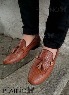 Mocasín chevron en piel genuina, diseño exclusivo de Moon & Rain para Tiendas Platino #Loafers #HechoenMexico #ModaMexicana #shoes #slippers