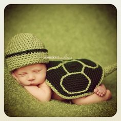 I love this little turtle baby costume