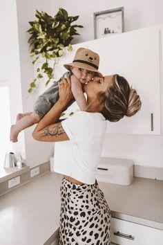Slimming Fashion Tips .Slimming Fashion Tips Mother And Baby, Mom And Baby, Baby Boy, Mother Baby Photography, Newborn Photography, Outfits Madre E Hija, Little Babies, Cute Babies, Future Mom