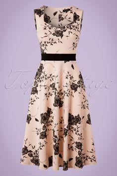 Deze50s Veronique Floral Swing Dress is elegant en super vrouwelijk... Exclusief bij TopVintage verkrijgbaar! Wow, wat een schoonheid! Deze vintage geïnspireerde beauty heeft een elegante diamantvormige halslijn en een contrasterende zwarte tailleband die op een sierlijke wijze jouw taille benadrukt. Uitgevoerd in een flatterend dikker, maar heerlijk stretchy nudekleurig stofje voorzien vanopvallende zwarte bloemen.Geschikt voor een zomerse dag maar misstaat ook zeker niet op een feestje!