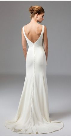 Wedding Dress Train, Wedding Dress Trends, Wedding Dress Sizes, Classic Wedding Dress, Wedding Dress Simple, Minimal Wedding Dress, Minimalist Gown, Modern Minimalist, Minimalist Wedding Dresses