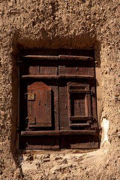 Window in a house in Sana'a, Yemen, by Retlaw Snellac, via Flickr.