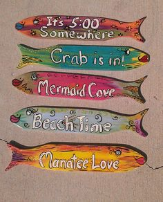 Totally love these cool tropical fish! Totally love these cool tropical fish! Pin: 570 x 707 Fish Crafts, Beach Crafts, Palm Frond Art, Palm Fronds, Driftwood Crafts, Driftwood Signs, Driftwood Sculpture, Beach Cottage Kitchens, Fauna Marina