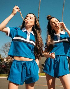 Stunning merrell twins @merrelltwins #twinnerfanily #trueimg #twinnersarewinners Twin Outfits, Trendy Outfits, Girl Outfits, Cute Outfits, Twin Girls, Twin Sisters, Merrell Twins Instagram, Merrill Twins, Just Jordan 33