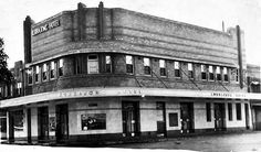 Kurrajong Hotel on Swanson St,Erskineville in Historical Photos, Louvre, Australia, History, Building, Sydney, Hotels, Travel, Bar