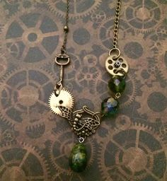 Découvrez Collier steampunk Green libellule lock  sur alittleMarket