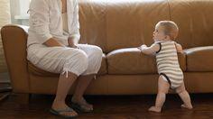Anak yang berumur 9 bulan seharusnya sudah bisa berjalan, tapi banyak juga bayi yang belum bisa berjalan diumur tersebut. Jangan panik ya bunda, ini beberapa cara agar si anak bisa cepat berjalan   source: tesco-baby.com