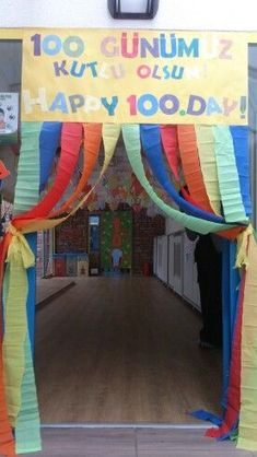Happy 100 th day! School Decorations, School Themes, 100 Days Of School, School Holidays, 5th Grade Activities, Physical Activities, 100. Tag, School Countdown, School Entrance