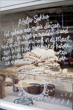 Sukha, un concept store à Amsterdam Amsterdam Trip, Visual Merchandising, Liquid Chalk Markers, Turbulence Deco, Window Graphics, Ideas Geniales, Shop Fronts, Store Design, Design Shop