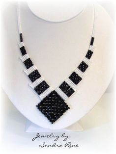 Beadwork Necklace Black & White Beadwoven by PeridotFalcon by mabel Seed Bead Jewelry, Beaded Jewelry, Seed Beads, Handmade Necklaces, Handmade Jewelry, Beaded Earrings, Beaded Bracelets, Maxi Collar, Ideas Joyería