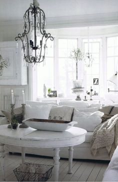 Inspiration in White: Shabby Couches - lookslikewhite Blog