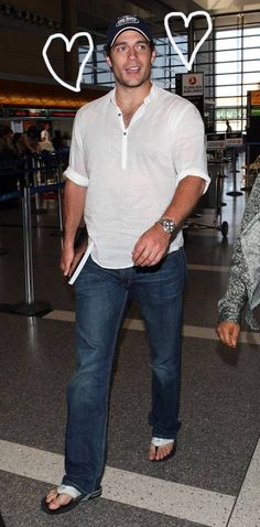 It's a bird! It's a plane! No, it's the guy playing Superman about to board a plane!  LOL!  Henry Cavill looked superfine while rolling through LAX on Thursday...