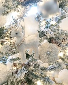 Stunning white Christmas tree ornaments