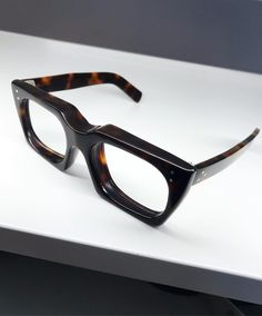 Discover recipes, home ideas, style inspiration and other ideas to try. General Eyewear, Locs Sunglasses, Glasses Trends, Tom Ford Eyewear, Mens Gadgets, Bracelets For Men, Bracelet Men, Eye Jewelry, Mens Glasses