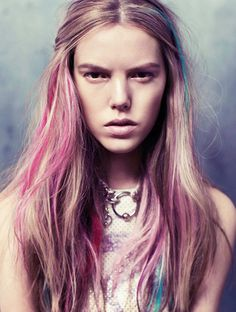 Hair Chalk: How to Use It & Remove It via @ByrdieBeautyUK