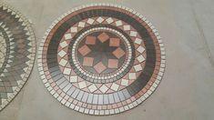 Roseton Ceramico Loft Mix De Cerro Negro - Guardas, Mallas - $ 2.950,00 en Mercado Libre Mosaic Crafts, Stained Glass, Decorative Plates, Loft, Home Decor, Farmhouse Rugs, Arquitetura, Roman Mosaics, Rosettes