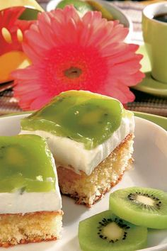Prăjitură cu kiwi | Retete culinare - Romanesti si din Bucataria internationala Sweets Recipes, Cooking Recipes, Desserts, Kiwi Dessert, Romanian Food, Sweet Tarts, Panna Cotta, Gem, Cheesecake