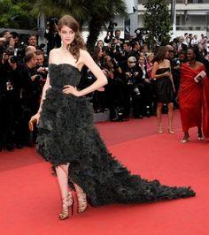 Julia Saner  -  In questa board vi proponiamo alcune foto delle attrici che hanno partecipato al Festival di Cannes. Votate il vostro preferito al seguente indirizzo: http://appuntidimoda.zalando.it/cannes/