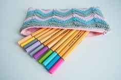Trousse au crochet.