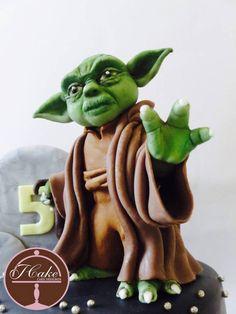 Star Wars Maestro Yoda - cake by JCake cake designer Star Wars Birthday Cake, Star Wars Party, Star Trek Cake, Lego Star Wars, Yoda Cake, Fantasy Cake, Star Cakes, Disney Cakes, Sugar Art