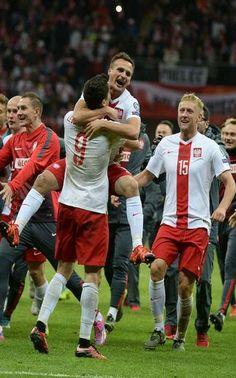 Wielki bój na Stadionie Narodowym. Mamy upragniony awans na Euro! http://sport.tvn24.pl/najnowsze,135/eliminacje-mistrzostw-europy-2016-polska-irlandia-2-1,584987.html