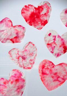 edible hearts sensory bin buy some heart shaped pasta boil it put it in a bin let babies explore eat valentine sensory play pinterest heart