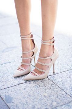 nude strapped//