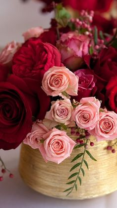 Ideas For Wedding Bouquets Pink Simple Floral Arrangements Wedding Table Flowers, Wedding Bouquets, My Flower, Pretty Flowers, Deco Table, Flower Boxes, Rose Bouquet, Boquet, Beautiful Roses