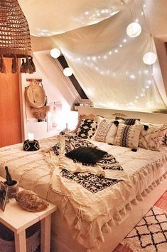 Pastel Boho Bedroom With String Lights Amazing DIY decorations can be made, using bedroom string lights. And this party decor can be placed not only in the bedroom but also in the backyard. bedroom lights 21 Cozy Decor Ideas With Bedroom String Lights Cosy Room, Cozy Bedroom, Dream Bedroom, Modern Bedroom, Bedroom Decor, Bedroom Ideas, Contemporary Bedroom, Bedroom Designs, Blue Bedroom