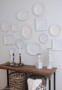 Inspiração em branco. Pratos decorativos para parede na cor branca