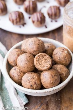 If you want to boost your fat intake on a keto diet or low carb diet, fat bombs are a great way to do it! In this post, I've compiled 33 droolworthy fat bombs recipes for you to try.