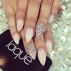 Elegant and Simple New Years Eve stiletto nails I want! Pastel Nails, Nude Nails, Stiletto Nails, Oval Nails, Diamond Nails, Fabulous Nails, Gorgeous Nails, Pretty Nails, Hot Nails