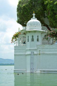 breathtakingdestinations: Jag Mandir - Udaipur - India...