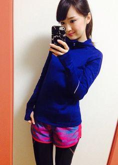 AneCanランニング部メンバーのランニングファッションコーディネート☆ 寒くなってきたので、アウターを新しく購入しました。tops...GapFitbottoms...adidasunderwear...Numbershoes...New BalanceGapFitのトップスは大好きなブルーに一目...
