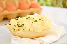 Dieser Eier-Senfaufstrich passt zu jeder Jause. Durch die Beigabe von Senf schmeckt dieses Rezept sehr würzig.