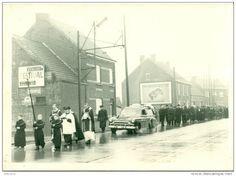 Automobiles - Originele foto van begrafenis stoet - lijkwagen - jaren 50 fof 60 - size 10 cm X 15 cm