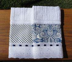 Kit duas toalhas de lavabo da marca Karsten, com aplicação em tecido 100% algodão., bordado inglês/ passa-fitas e fita de cetim.  Enviamos na caixinha para presente.  Peça a pronta entrega.  Frete não incluso.