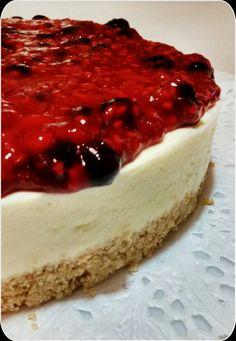 Cheesecake sin cocción con cubierta increíble de frambuesas y arándanos.