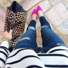 Jeans, animal print purse, pink shoes and striped sweater Look Fashion, Fashion Outfits, Fashion Trends, Southern Curls And Pearls, Looks Jeans, Pink Pumps, Pink Flats, Pink Heels Outfit, Magenta Heels