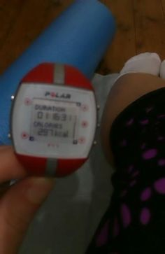 @nicstaru2: Day 3 - hr walk done, now need to roll out the tight parts. #no running #kneesosoretoday