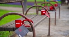 In order to connect people and start conversation about Nescafe brand, Drap decided to lock 1.000 popular red Nescafe mugs onto the benches and fences in two of the largest Croatian cities, Zagreb and Split.