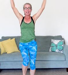 Your knees are going to *love* this super sweaty KNEE FRIENDLY cardio workout, and so is the rest of you! We're burning 200 calories with LOW IMPACT, squat-free exercises to protect and strengthen your knee joints. Plus, we're doing PT-approved seated kn Straight Leg Lifts, Knee Strengthening Exercises, Chair Exercises, How To Strengthen Knees, Cardio Training, Strength Training, Training Exercises, Waist Training, Workout List