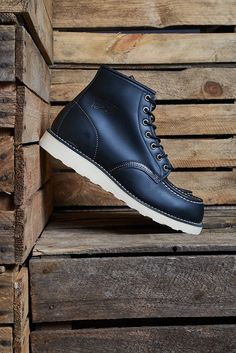 """Image of RED WING 8130 CLASSIC MOC TOE 6"""" BLACK"""