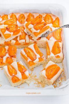 Ciasto z kaszą manną i morelami